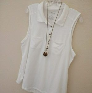 Like New! White henley tank with chest pockets 1X